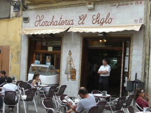 Another horchatería directly opposite Santa Catalina